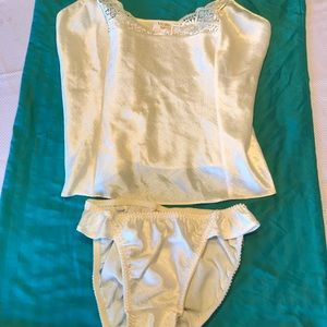 Victoria's Secret 2 pc Set Cami / Panty Ivory